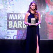 Marina Ruy Barbosa aposta em superfenda para receber prêmio: 'Feliz'. Fotos!