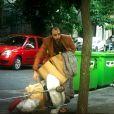 Prostituta, Aline (Arianne Botelho) teve seu fim nas ruas, às turras com Hércules (Danilo Grangheia, mendigo, no último capítulo da novela 'A Lei do Amor'
