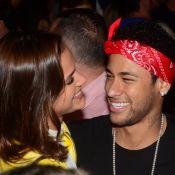 Bruna Marquezine invade entrevista de Neymar: 'Ela tem que cuidar de mim'