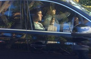 Justin Bieber chama a atenção de fãs ao deixar campo de golfe em São Paulo