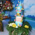 Viviane Araújo ganhou festa havaiana com direito a bolo hula-hula, decoração personalizada, presença do grupo de pagode 'Inocentes', ao vivo, e fantasia temática