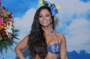 Viviane Araujo exibe barriga e pernas saradas em festa de 42 anos com fãs. Fotos