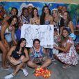 Viviane Araújo se emociona com homenagem feita pelos fã-clube 'Vivináticos Oficial'