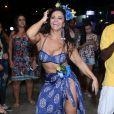 Viviane Araújo se fantasiou de havaiana em festa tropical feita de supresa pelo fã-clube 'Vivináticos Original'