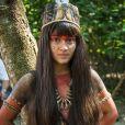 Para gravar cenas como a índia Jacira, de 'Novo Mundo', Giullia Buscacio usa adesivo nos seios
