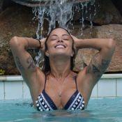 Aline Riscado posa de biquíni e mostra o corpo sarado em alongamento. Fotos!