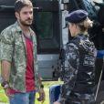 Jeiza (Paolla Oliveira) ameaça dar voz de prisão a Zeca (Marco Pigossi) por desacato, na novela 'A Força do Querer'
