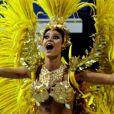 Thaila Ayala desfilou como madrinha da ala das crianças da Gaviões da Fiel e sua fantasia representou a deusa das vitórias de Ronaldo