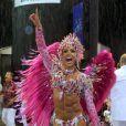 Rainha de bateria da X-9 Paulistana, que desfilou na sexta-feira (28), debaixo de chuva, Gracyanne Barbosa deixou o corpo sarado à mostra