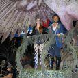 Marina Ruy Barbosa e Klebber Toledo desfilam em carro da Grande Rio