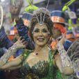 Christiane Torloni desfilou como rainha de bateria da Grande Rio com a fantasia Vagalume