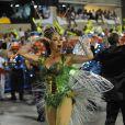 Christiane Torloni desfila como rainha de bateria da Grande Rio