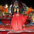 Tânia Mara veico caracterizada como a cantora Maysa no desfile da Beija-Flor