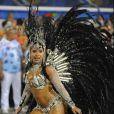Rainha de bateria da Beija-Flor de Nilópolis, Raíssa Oliveira desfilou pela primeira vez acompanhada. Boni, homenageado pela escola, foi ao seu lado