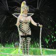 Destaque do do carro abre-alas da Mocidade, Monique Evans desfilou com uma fantasia inspirada na que usou no Carnaval de 1985, idealizada para lembrar o primeiro visual topless usado por uma rainha de bateria no Carnaval. 'Venho exatamente como saí em 1985', disse a primeira rainha de bateria das escolas de samba