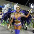 Dani Bolina desfilou em São Paulo, como madrinha de bateria da Unidos de Vila Maria, com uma fantasia comportada