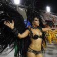 Rainha de bateria da Mocidade, Mariana Rios desfilou com uma fantasia sensual confeccionada pelo estilista Saulo Henriques