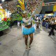 Quitéria Chagas desfila de saia pela Vila Isabel