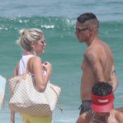 Bárbara Evans vai à praia com namorado antes de desfilar pela Grande Rio