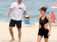 Fernanda Lima, de maiô cavado, joga vôlei em praia do RJ com Rodrigo Hilbert