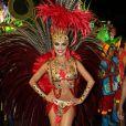 Paloma Bernardi exibe seu corpo em forma no desfile da Grande Rio