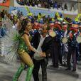 Christiane Torloni dança valsa com Mestre Ciça durante bossa da bateria da Grande Rio