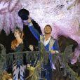 Marina Ruy Barbosa e Klebber Toledo estreiam na Sapucaí no desfile da Grande Rio. O ator representava o cientista Charles Darwin, enquanto a ruiva era o pássaro da noite