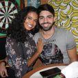 Aos 25 anos, Aline Dias está grávida do também ator Rafael Cupello, com quem namora há 6 meses