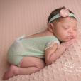 Roberta Rodrigues divulgou ensaio da filha, Linda Flor, nascida dia 16 de fevereiro de 2017