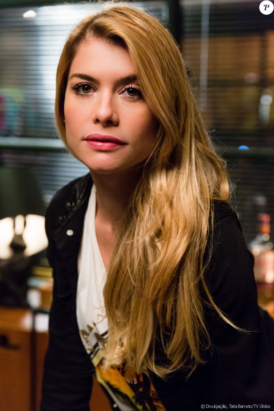 Diana (Alinne Moraes) tenta forjar aborto para enganar Gui (Vladimir Brichta) e é desmascarada por Gordo (Herson Capri), na novela 'Rock Story', em 21 de abril de 2017