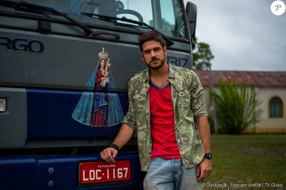 Zeca (Marco Pigossi) quer se vingar de Ritinha (Isis Valverde) e resolve processá-la por danos morais, além de pedir a anulação de seu casamento, na novela 'A Força do Querer', em 22 de abril de 2017