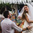 Zeca (Marco Pigossi) e Ritinha (Isis Valverde) se casam, na novela 'A Força do Querer'
