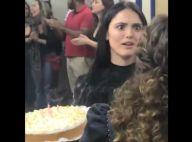Isabelle Drummond fica surpresa com 'Com Quem Será?' em aniversário. Vídeo!
