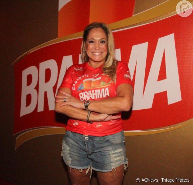 Susana Vieira vai à camarote e assiste a desfiles na Sapucaí, no Rio de Janeiro, na noite desta segunda-feira, 3 de março de 2014