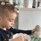 404224064ba9e Filho de Ana Hickmann ganha coelhinho de verdade na Páscoa   Caça aos ovos!