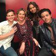 Giovanna Ewbank posou ao lado dos atores da série americana '13 Reasons Why' nesta segunda-feira, 17 de abril de 2017