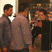 Cauã Reymond e a namorada, Mariana Goldfarb, degustam vinhos em shopping. Fotos!
