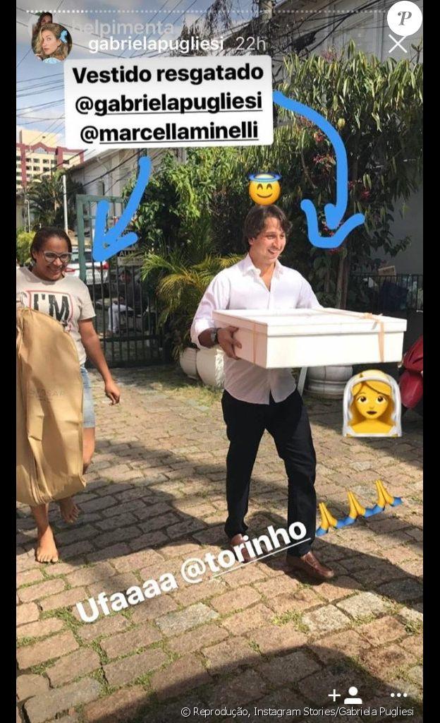Gabriela Pugliesi esquece vestido de noiva ao viajar para Trancoso e mostra cunhado o levando em foto publicada nesta quinta-feira, dia 20 de abril de 2017