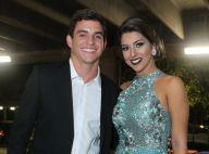 Sem rotular relacionamento, Manoel e Vivian, do 'BBB17', curtem casamento juntos