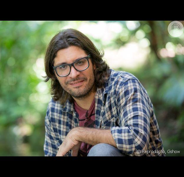 Ex-BBB Ilmar vive romance com produtora do reality show
