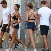 Mariana Goldfarb ostenta boa forma em passeio com Cauã Reymond. Fotos!