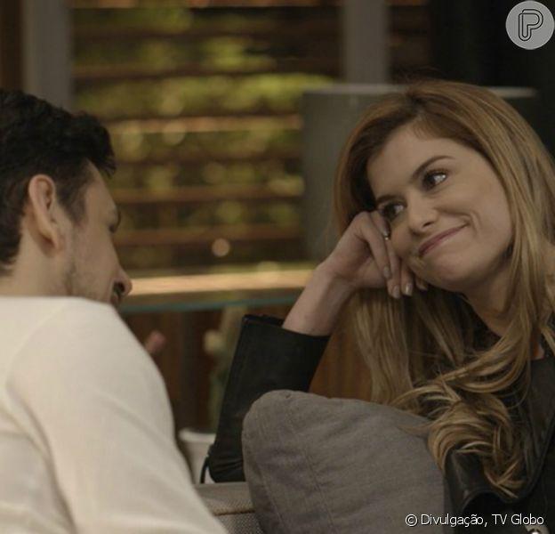 Diana (Alinne Moraes) procura abrigo na casa de Lázaro (João Vicente de Castro) e os dois passam uma noite juntos, na novela 'Rock Story', a partir de 2 de maio de 2017