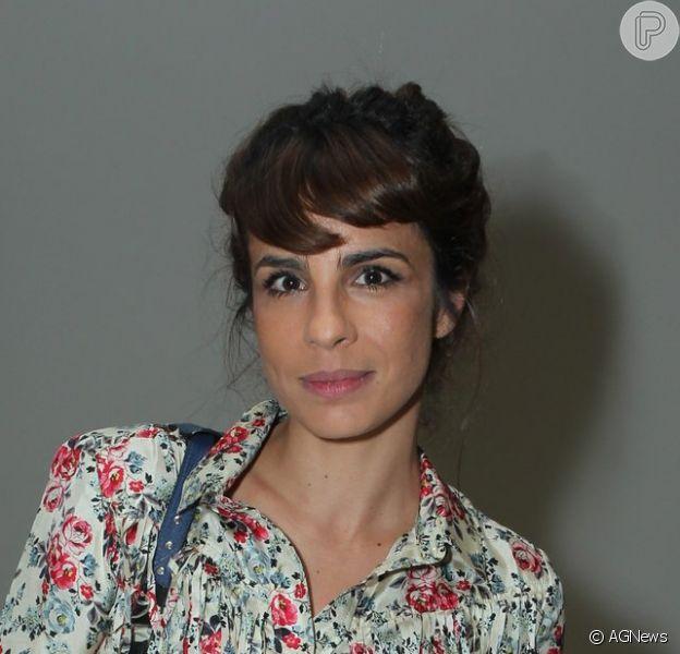 Maria Ribeiro evitou falar de Caio Blat ao Purepeople, na pré-estreia do filme 'Vermelho Russo', na noite desta terça-feira, 25 de abril de 2017