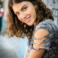 Giovanna Grigio é Samantha, uma menina alegre que pratica bullying com Benê (Daphne Bozaski) em 'Malhação - Viva a Diferença'