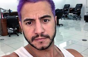 Vídeo: ex-BBB Matheus Lisboa pinta os cabelos de roxo em viagem aos EUA. 'Massa'