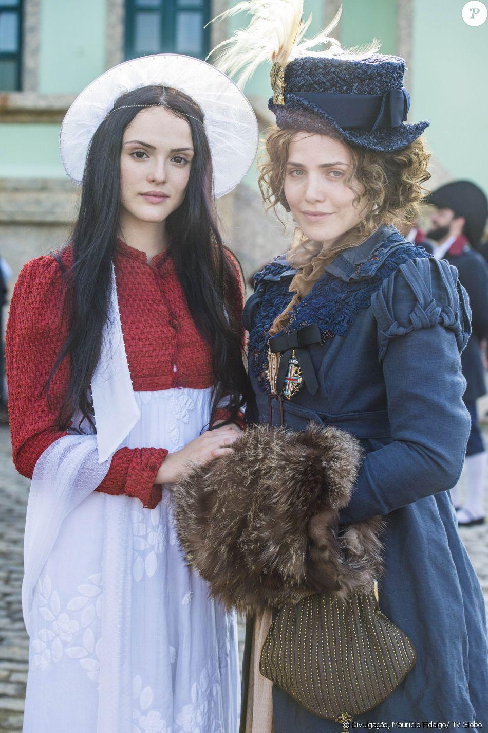 Leopoldina (Letícia Colin) não deixa Anna (Isabelle Drummond) revelar que está grávida de Joaquim (Chay Suede), na novela 'Novo Mundo', em 6 de maio de 2017