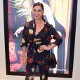 Giovanna Antonelli combinou o look da Le Lis Blanc com scarpin vermelho e sutiã à mostra