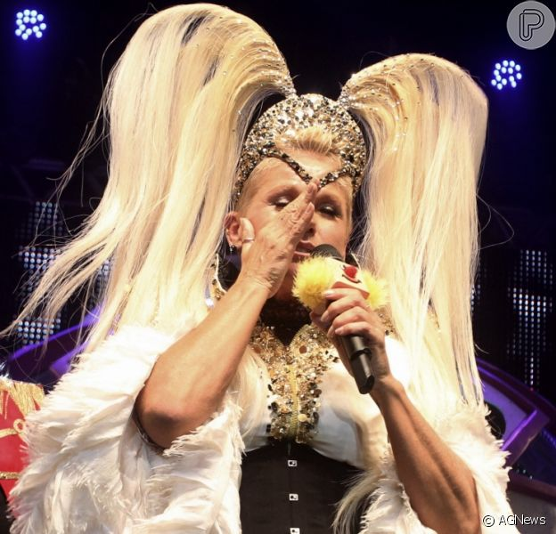 Xuxa Meneghel se irrita e abandona palco durante homenagem à ela em sua turnê nacional Xuchá