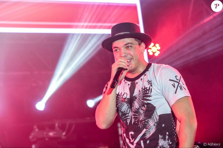 Pelo menos dez fãs de Wesley Safadão sofreram choque elétrico em show do cantor após a queda de um cabo na madrugada desta segunda-feira, 1 de maio de 2017