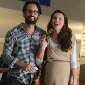 Grávida, Mel Fronckowiak se diverte com Rodrigo Santoro em ida ao cinema. Fotos!